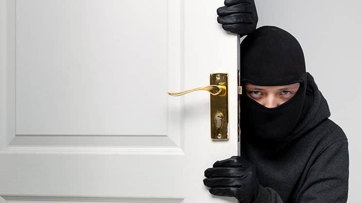 Schlüssel geklaut – wann zahlt die Hausratversicherung?