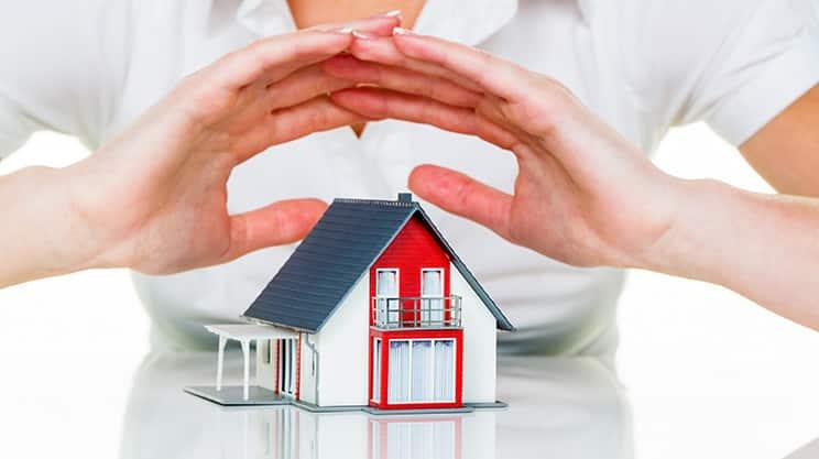 Vier Versicherungen, die jeder Bauherr haben sollte