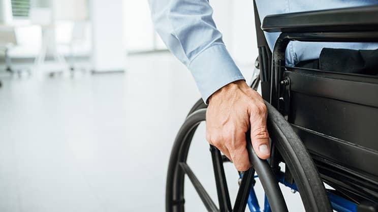 Welche Versicherungen schützen effektiv bei Invalidität?